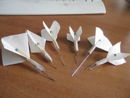 Как сделать дротик из бумаги и иголки